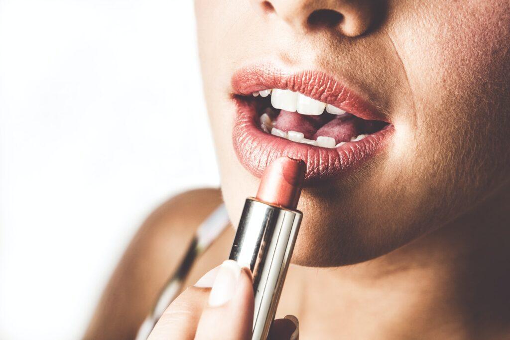 Kako Šminkom Povećati Usne